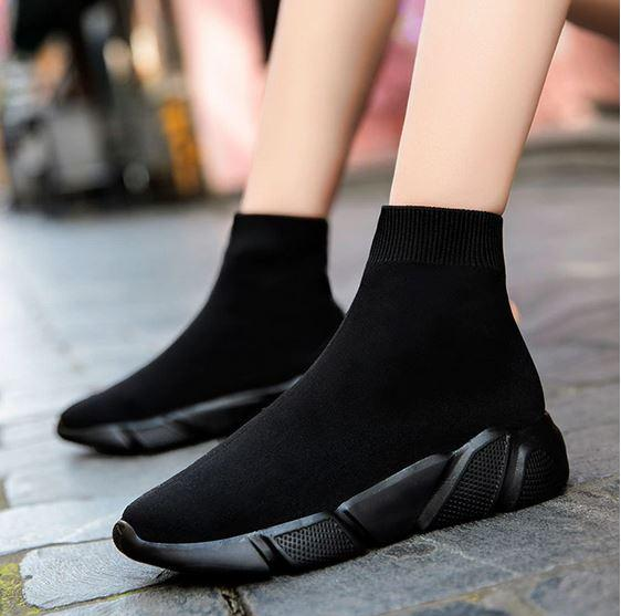 Спортивная обувь с оригинальным дизайном