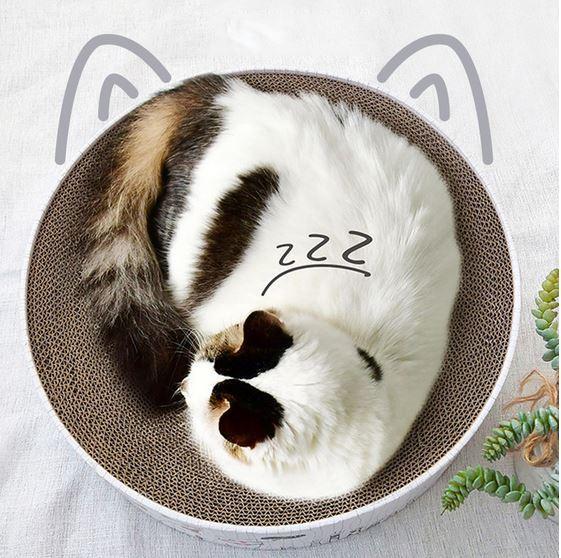 Когтеточка выполнена в виде лежанки для кошек