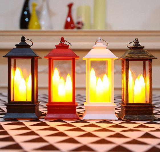 Декоративный фонарь в форме подсвечника со свечами