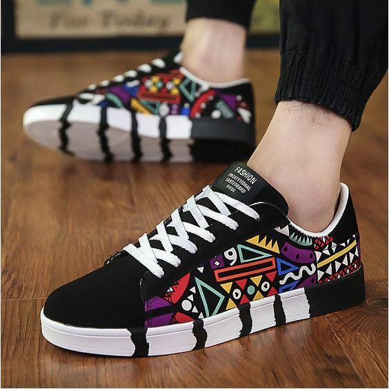 стильные дизайнерские кроссовки